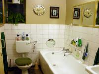 Main Bathroom - 6 square meters of property in Kwaggasrand