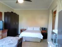 Bed Room 4 of property in Middelburg (EC)