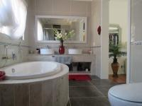 Main Bathroom - 14 square meters of property in Dalpark