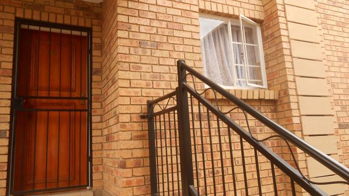 Standard Bank EasySell 2 Bedroom Sectional Title for Sale in Erand Gardens - MR140476