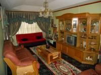 Lounges - 35 square meters of property in Shallcross