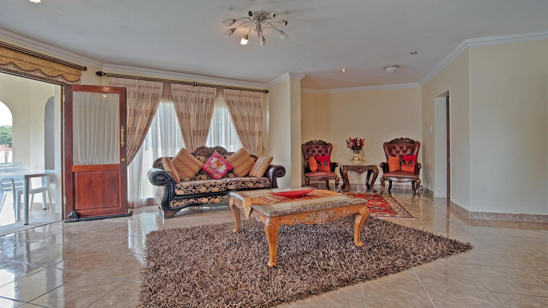 Lounges of property in Willow Acres Estate