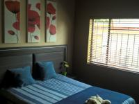 Bed Room 1 - 14 square meters of property in Kloofsig