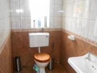 Guest Toilet - 8 square meters of property in Maraisburg