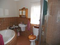 Bathroom 2 - 7 square meters of property in Kloof
