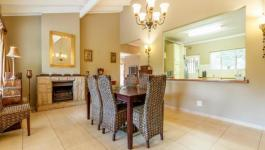 Dining Room - 33 square meters of property in Kloof