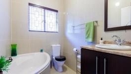 Bathroom 1 - 6 square meters of property in Kloof