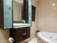 Main Bathroom - 9 square meters of property in Kloof