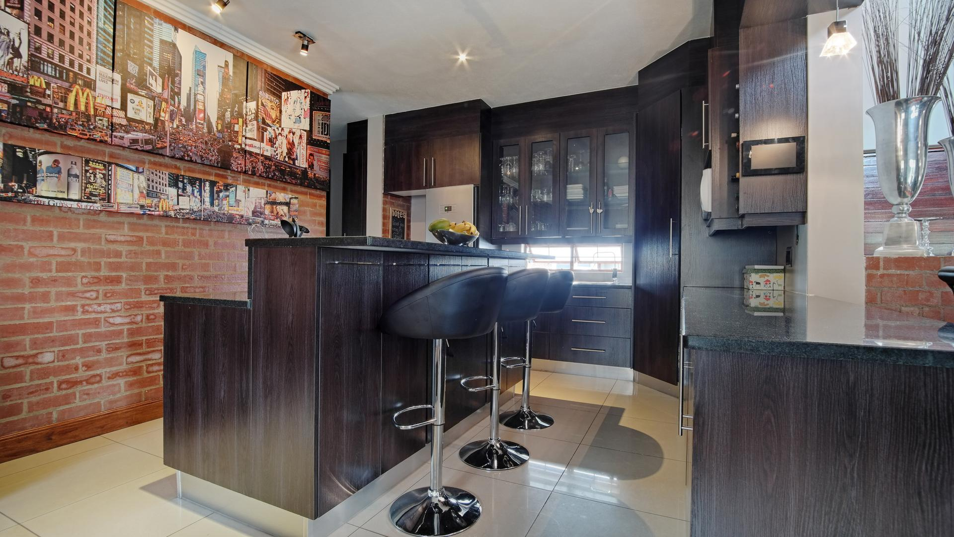 Kitchen - 17 square meters of property in Newmark Estate