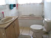 Main Bathroom - 9 square meters of property in Vereeniging