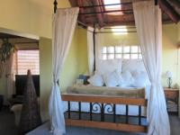 Main Bedroom - 61 square meters of property in Bloubergstrand