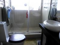 Main Bathroom - 6 square meters of property in Weltevreden Park