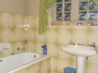 Bathroom 1 - 5 square meters of property in Doornpoort
