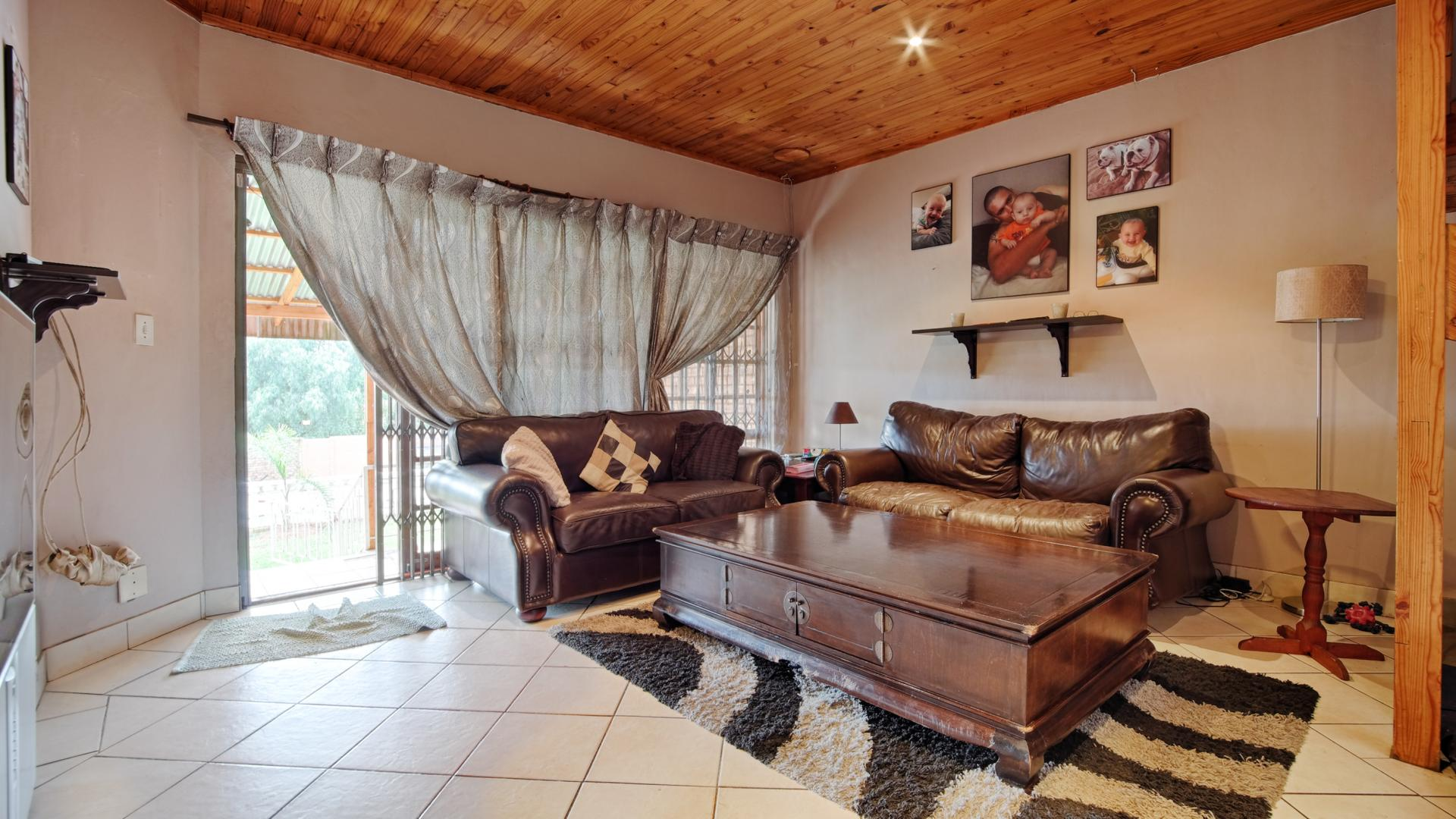 Lounges of property in Newlands