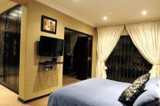 Main Bedroom - 26 square meters of property in Northcliff