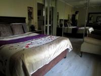 Main Bedroom - 22 square meters of property in Atholl Heights