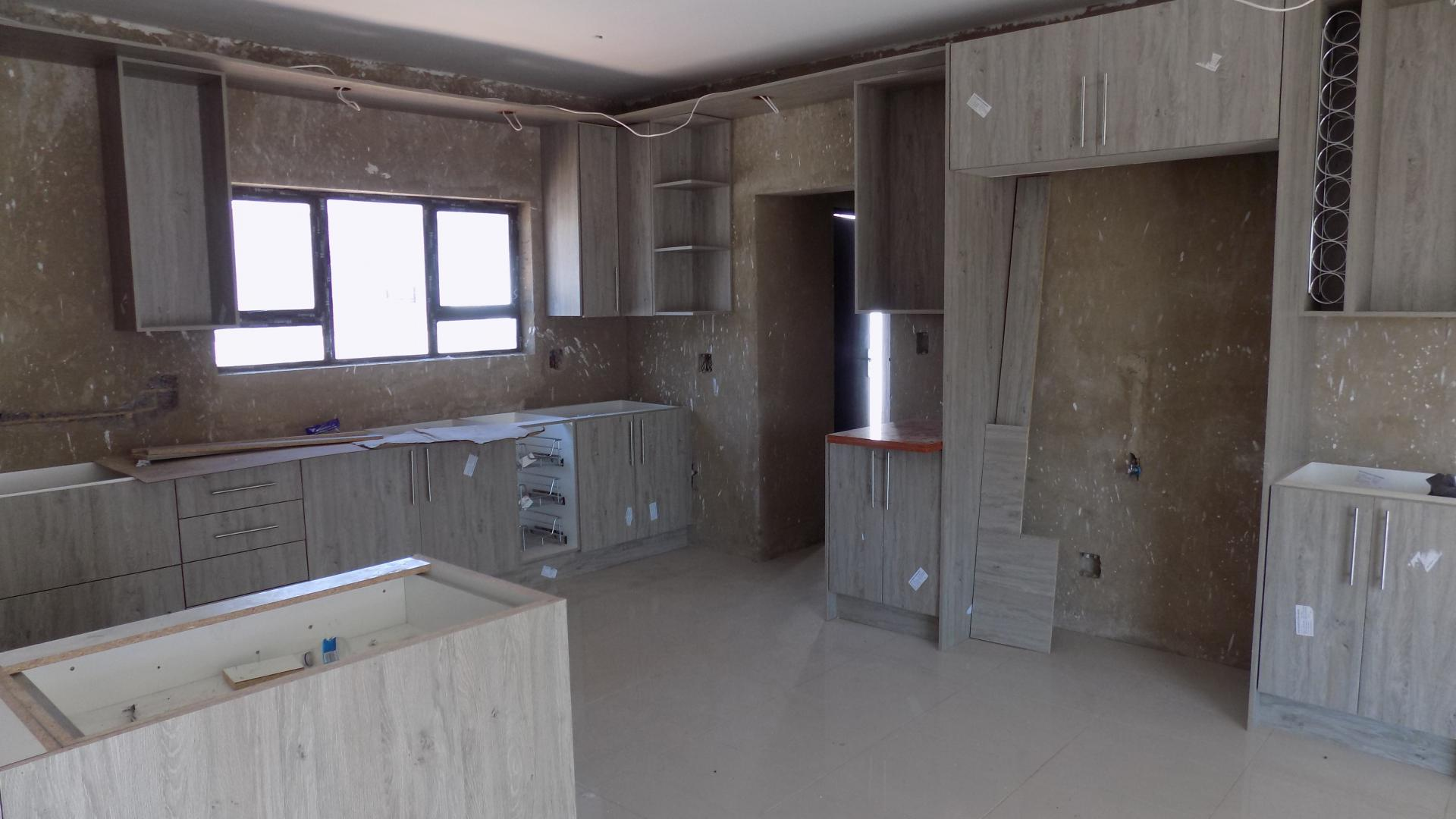 Kitchen - 16 square meters of property in Thatchfields