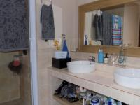 Main Bathroom - 12 square meters of property in Culturapark