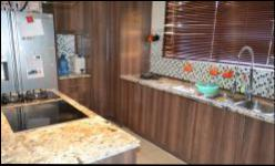 Kitchen - 26 square meters of property in Kosmosdal