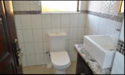 Bathroom 3+ - 4 square meters of property in Kosmosdal