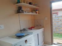 Kitchen - 8 square meters of property in Klippoortjie AH