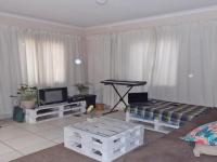 Lounges - 24 square meters of property in Klippoortjie AH