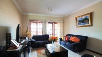 Lounges - 16 square meters of property in Heatherview