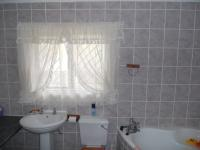 Bathroom 3+ - 10 square meters of property in Hibberdene