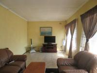 Lounges - 29 square meters of property in Brakpan