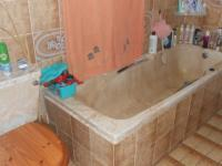 Main Bathroom - 7 square meters of property in Randfontein