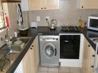 Kitchen - 9 square meters of property in Mooikloof