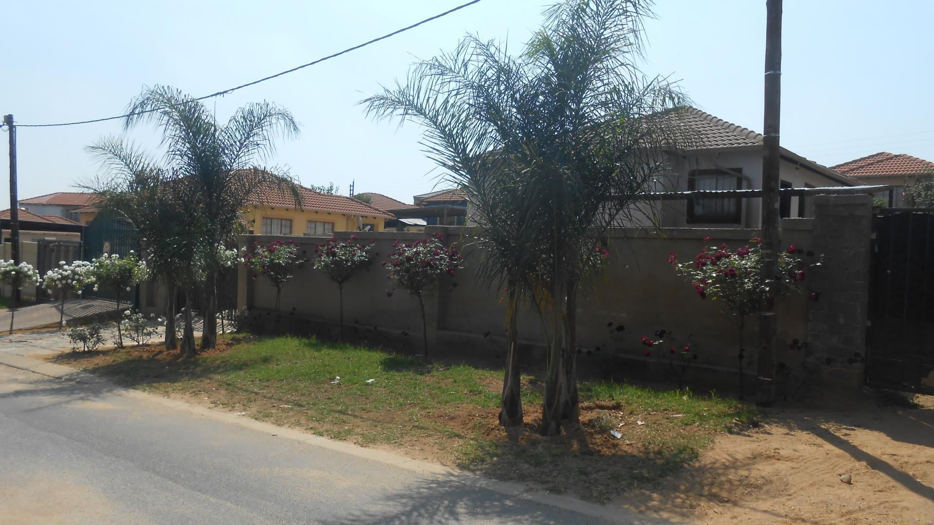 Front View of property in Cosmo City