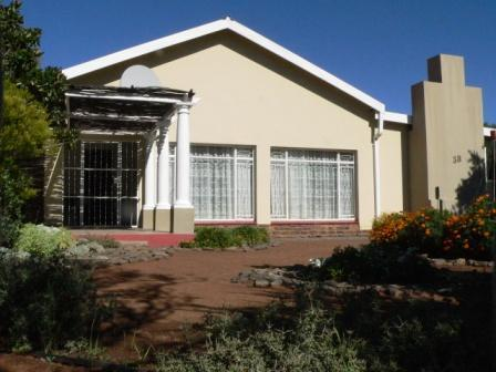 3 Bedroom House for Sale For Sale in Philippolis - Private Sale - MR142063