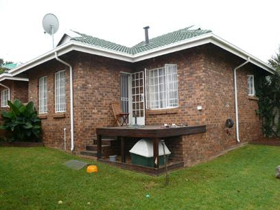 2 Bedroom Simplex For Sale in Garsfontein - Private Sale - MR14210