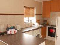 Kitchen - 11 square meters of property in Die Hoewes