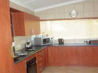 Kitchen - 8 square meters of property in Sinoville