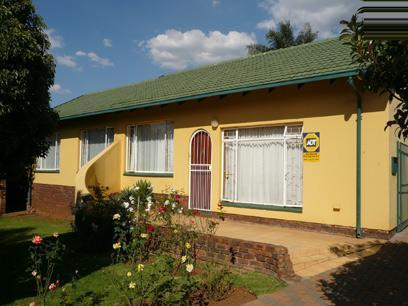 3 Bedroom House for Sale For Sale in Rooihuiskraal - Home Sell - MR14227