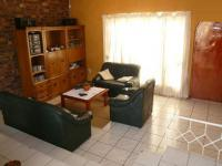 Lounges - 21 square meters of property in Rooihuiskraal