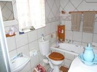 Bathroom 1 - 6 square meters of property in Rooihuiskraal