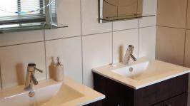 Main Bathroom - 14 square meters of property in Dullstroom