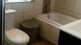 Bathroom 2 - 7 square meters of property in Dullstroom