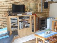 Lounges - 26 square meters of property in Noordheuwel