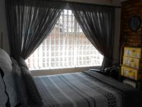 Bed Room 1 - 15 square meters of property in Noordheuwel