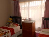 Bed Room 2 - 13 square meters of property in Highveld