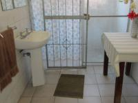 Bathroom 3+ - 26 square meters of property in Parow Central
