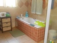 Bathroom 1 - 14 square meters of property in Kameeldrift