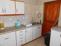 Kitchen - 11 square meters of property in Amanzimtoti