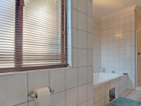 Bathroom 2 - 12 square meters of property in Woodhill Golf Estate