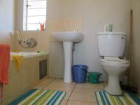 Main Bathroom - 4 square meters of property in Klippoortjie AH
