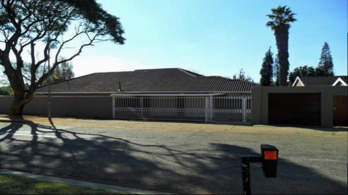 3 Bedroom House for Sale For Sale in Glenvista - Private Sale - MR142572